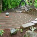 Meditatietuin - labyrint voorbeeld